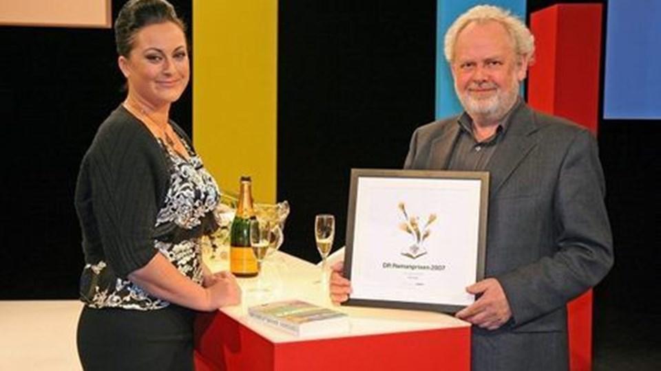 Jens smærup Sørensen fik overrakt prisen af Stéfanie Surrugue. foto: Jørgen Engelbrecht