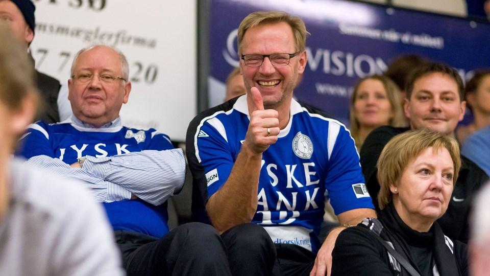 Anders Dam (i midten af billedet) kan glæde sig over, at Jyske Bank er centralt placeret i spillet om Nordjyske Banks fremtid.Arkivfoto: Bo Lehm