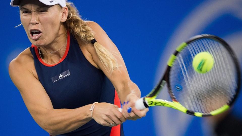 Caroline Wozniacki er klar til anden runde i Beijing efter sejr i to sæt over Belinda Bencic. Nicolas Asfouri/Ritzau Scanpix