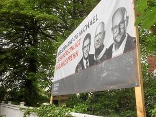 Banner i Hjørring skal pilles ned: - Hvorfor må politikerne, når jeg ikke må?
