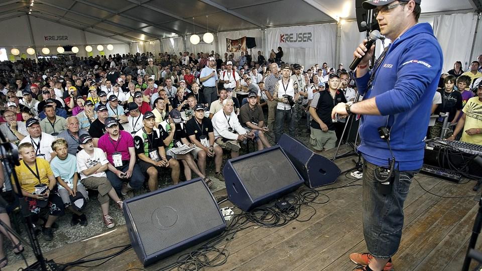 Jacob Kristensen i det store samlingstelt på K-campen. Her kommer brormand som sædvangligt på besøg en af dagene forud for løbet for at hilse på de mange fans. Arkivfoto: Claus Søndberg