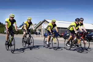 Nordjysk cykelhold er klar til lørdag: Skal cykle hele vejen til Paris