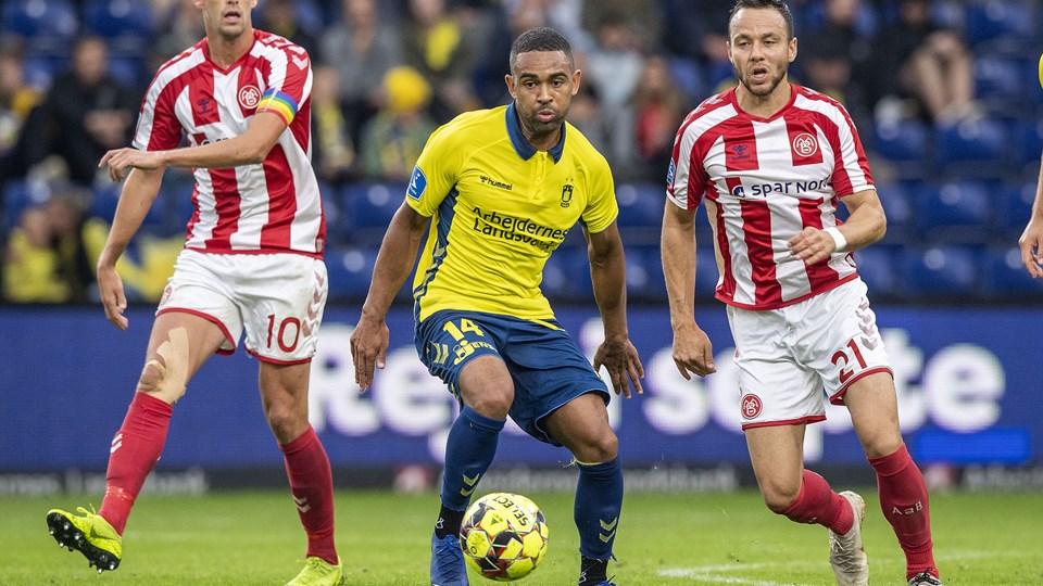 Patrick Olsen (th) og AaB måtte tage fra Brøndby uden point i 3F Superligaen søndag.
