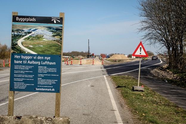 Nyt vejstykke ved lufthavnen er lagt - men det skal fjernes igen