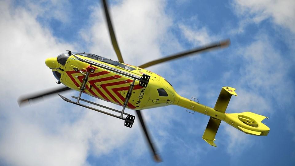 Den kvæstede cyklist blev fløjet til Aalborg Universitetshospital med lægehelikopter. Arkivfoto