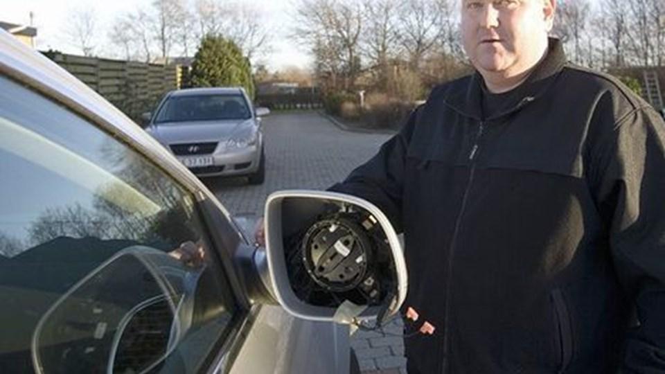 René Pedersen fik ødelagt for ca. 50.000 kr. på sine biler nytårsaften. Foto: Kurt Bering