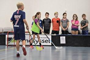 275 børn spillede floorball