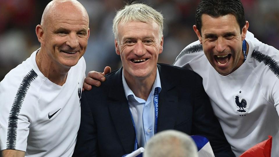 Didier Deschamps er den tredje til at vinde VM både som spiller og træner, efter at den franske landstræner søndag så sit mandskab vinde VM-finalen over Kroatien. Foto: Jewel Samad/Ritzau Scanpix