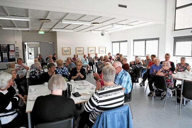 Et halvt hundrede publikummer var på plads på Værestedet i Gandrup. Foto: Allan Mortensen