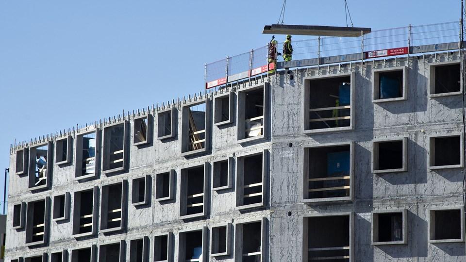 Hungeren efter nybyggede boliger - som her i Aalborg - er ved at aftage, og derfor vurderer Dansk Byggeri, at jobvæksten i byggebranchen meget vel kan løje af det kommende år. (arkivfoto)
