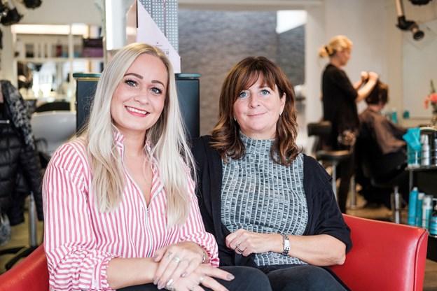 Salon Therese i Nørresundby har nu to ejere - nemlig Sophie Gregersen (tv) og Marianne Mikkelsen, der har ejet salonen i en årrække.