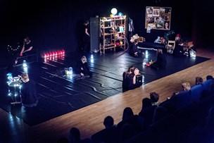 Seksualitet og livet som ung: Skoleelever imponerer med eget teaterstykke
