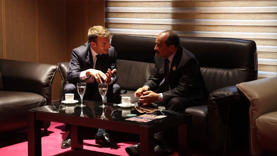 Mauretaniens præsident, Mohamed Ould Abdel Aziz (til højre), mødtes i juli med den franske præsident, Emmanuel Macron (til venstre), i Mauretaniens hovedstad, Nouakchott. Foto: Ludovic Marin/arkiv/Ritzau Scanpix