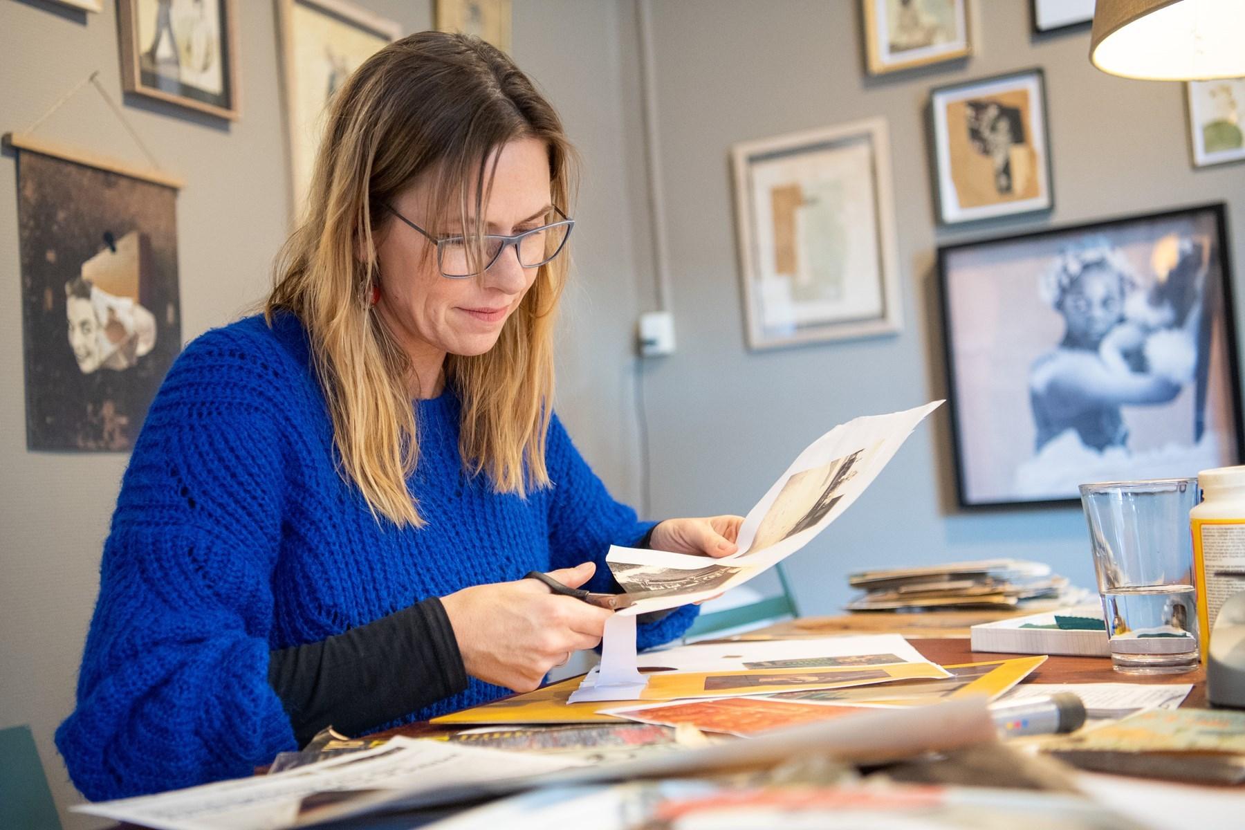 Gitte Lacarriere elsker at arbejde med papir, og det har ført til, at hun i dag er collagekunstner. Foto: Kim Dahl