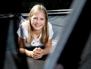 13-årige Anna drømmer om at blive leder af en forening