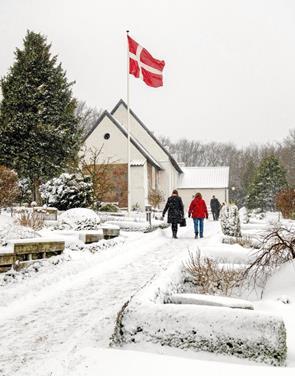 Menighed trodsede sne og blæst i Sindal
