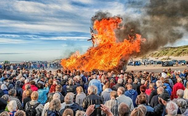 Heksen sendes fra Blokhus til Bloksbjerg