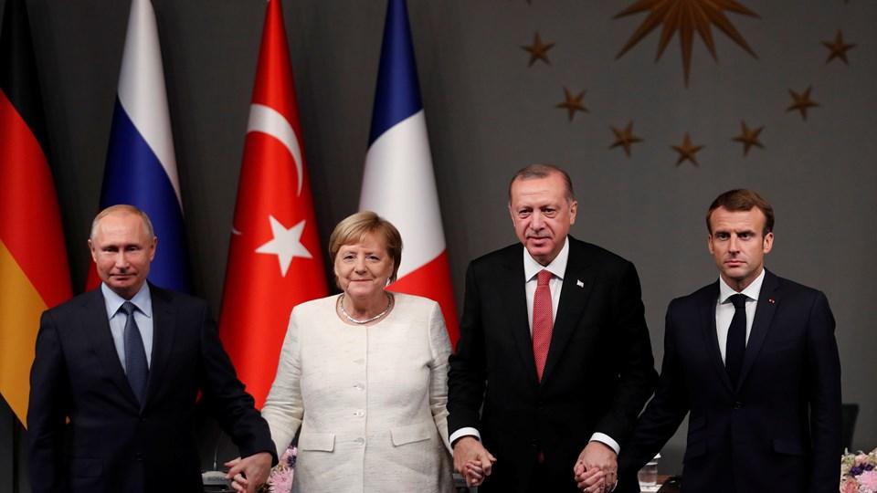 I et fælles kommuniké efter et topmøde lørdag siger lederne fra Rusland, Tyrkiet, Tyskland og Frankrig, at det er nødvendigt at skabe betingelser i hele Syrien, som gør det muligt for flygtning at vende sikkert og frivilligt hjem.  De understreger samtidig ifølge Reuters, at der skal nedsættes en forfatningskomité for Syrien i år. Militante skal nedkæmpes. Foto: Murad Sezer/Reuters