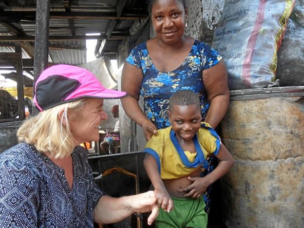 """""""Fru Hansens Plan"""", som Lisbet Hansen er stifter af, udfører hjælpearbejde for gadebørn i Ghana. - Jeg rejser selv til Ghana med pengene og følger med i arbejdet, så jeg er personlig garant for, at pengene ender det rette sted og bliver brugt som planlagt, oplyser Lisbeth Hansen."""