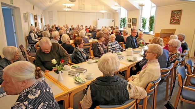 Over 100 mødte op for at høre Mogens Dalsgaard fortælle i Dronninglund Sognegård. Foto: Jørgen Ingvardsen Jørgen Ingvardsen