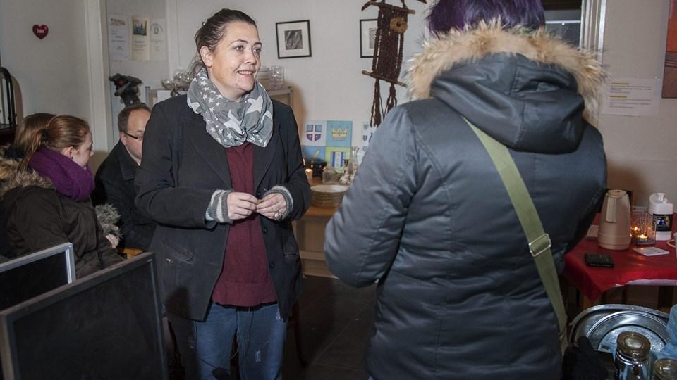 Anja Lundtoft Thomsen (tv.) er glad for, at politikerne alligevel vil hjælpe Cafe Hjerterummet.