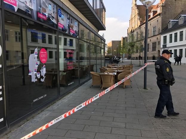 Politiet er også til stede ved Friis i Aalborg. Foto: Claus Søndberg