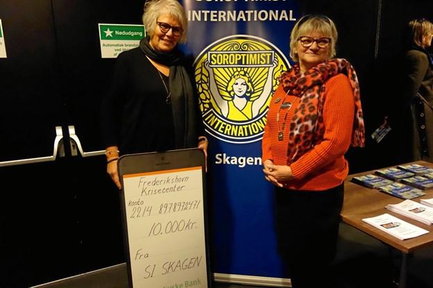 Leder af krisecenteret i Frederikshavn, Inge Bergstedt, og Soroptimist International Skagens præsident, Judith Larsen. Privatfoto