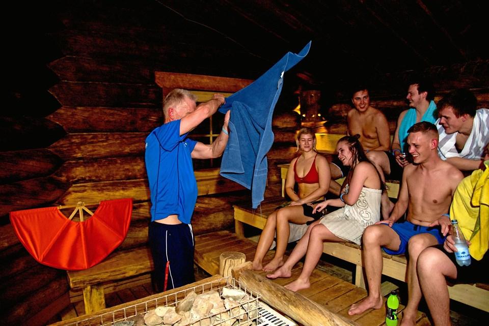 Med to saunaer med forskellige ovntyper kan gæsterne veksle mellem dem - heraf navnet saunacrawl.Foto: Jan Mortensen/Svømmeland Nørresundby
