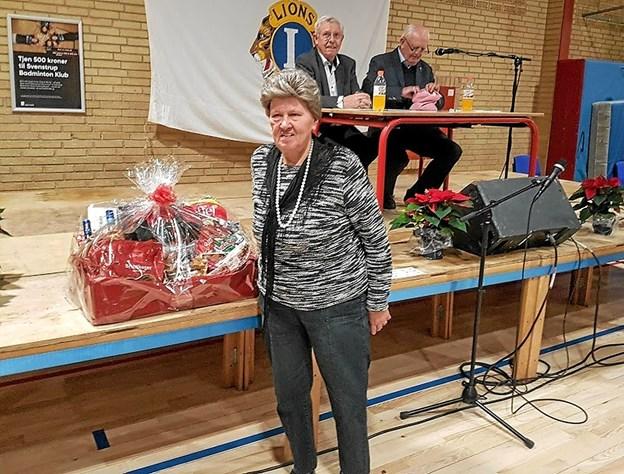Vinderen af SuperBrugsens store gavekurv blev Grethe Pedersen. Foto: Karl Erik Hansen