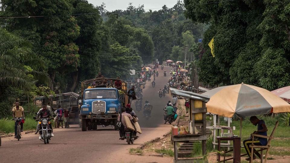Foto af trafikken i Mbandaka i det nordvestlige DRCongo, hvor der er konstateret ebola. Antallet af dræbte er steget til 26. En vaccinationskampagne blev indledt mandag. Foto: Scanpix/Junior D. Kannah
