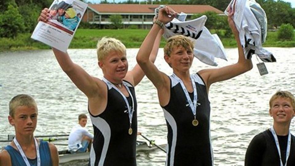 Mathias Danmark (tv) og William Wisholm blev danske mestre i dobbeltsculler i aldersgruppen 12-14 år.Privatfoto