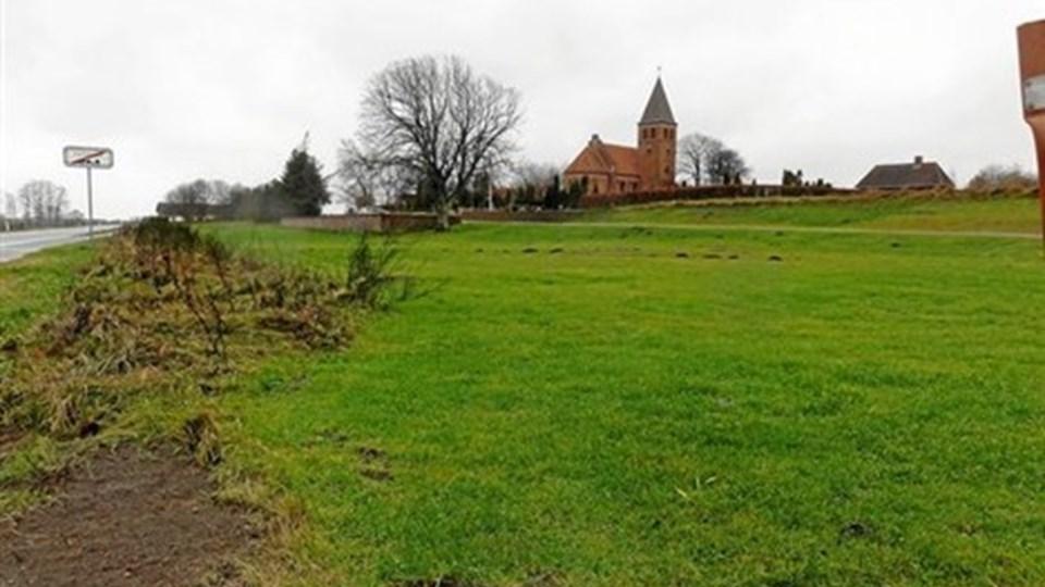 Den 330 kvadratmeter store sognegård placeres mellem kirken og Østkystvejen. Foto: Peter Bandholm