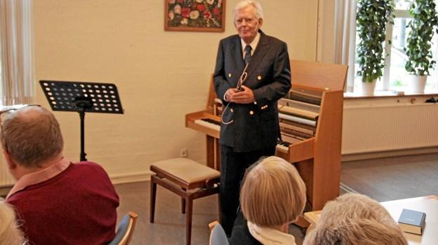 Mogens Dalsgaard fortalte levende og vittigt om et langt liv i musikkens verden. Foto: Jørgen Ingvardsen Jørgen Ingvardsen
