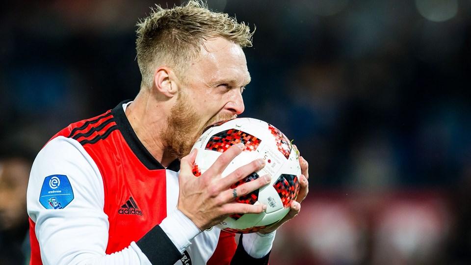 Nicolai Jørgensen fejrede sin første scoring på noget uvant facon.