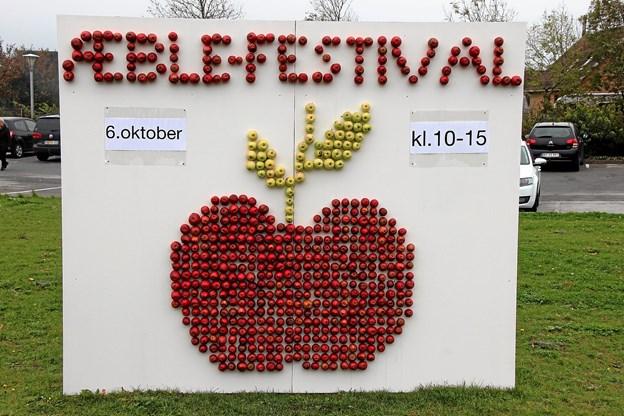 Ingen var i tvivl om at der var æblefestival i Hvidbjerg. Foto: Hans B. Henriksen