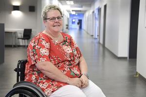 Benamputerede Anette måtte slås med systemet: Nu hjælper hun andre ud af kaos