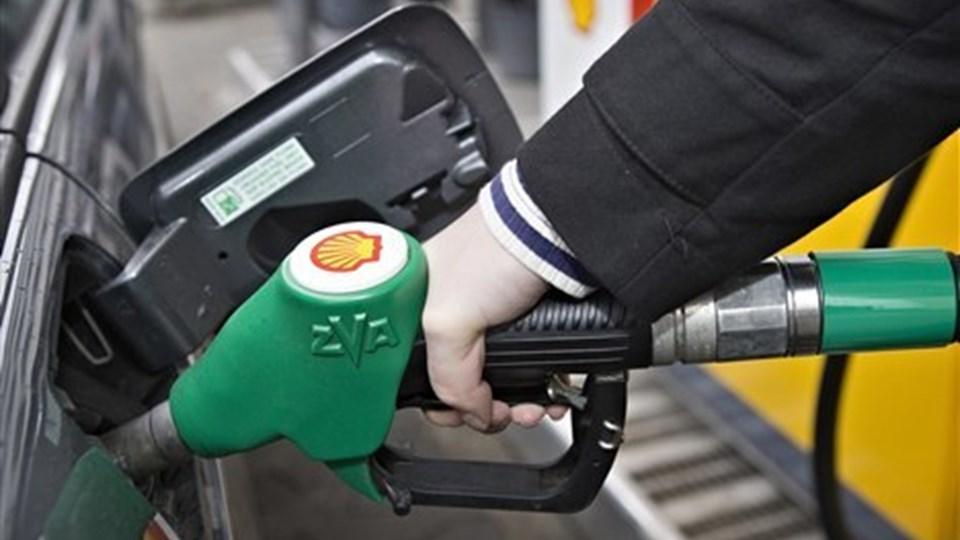 Med en rekordhøj benzinpris på 13 kroner er det ikke sjovt at være bilejer for tiden. Arkivfoto: Per Kolind  Arkivfoto.