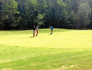 56 golfspillere dystede i Sindal
