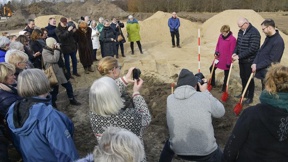 For to uger siden blev det første spadestik til det ny hospice i Nørresundby taget. Nu er der mulighed for, at det også får pladser til børn og unge. Foto: Michael Koch