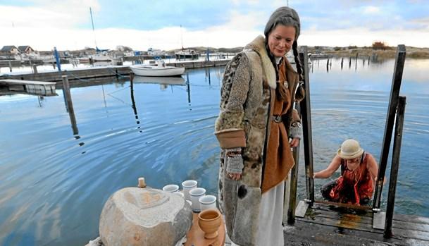 Vikinger hopper i havnen