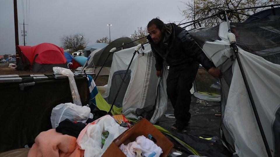 I byen Chico, der ligger cirka 25 kilometer fra Paradise, har flere store indkøbscentre valgt at åbne op for byens indbyggere, så de kan komme i sikkerhed fra regnen. Indtil nu har indbyggerne slået sig ned i telte på centrenes parkeringspladser.