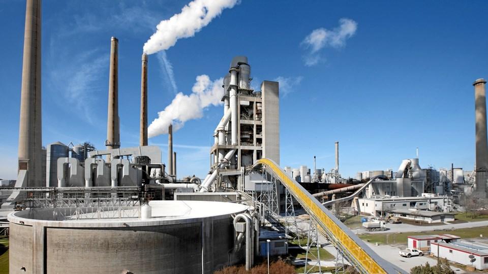 Yderligere overskudsvarme fra Aalborg Portland indgår med stor vægt i kommunens målsætning om at erstatte kullene på Nordjyllandsværket med klimaneutral energi. Arkivfoto: Michael koch