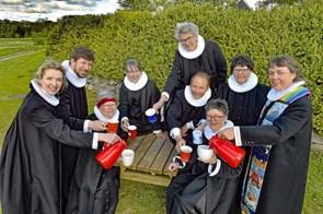 Præster går all-in til pinsegudstjeneste