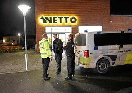 Røveri: Netto-vagt slået i hovedet med en flaske Mokaï