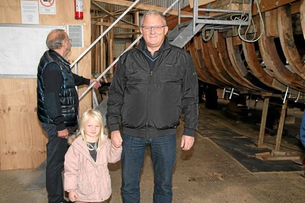 Niels Jørgensen sammen med Ella besøger Gølbåden. Niels kan huske, at han har været med Gølbåden til Egholm.