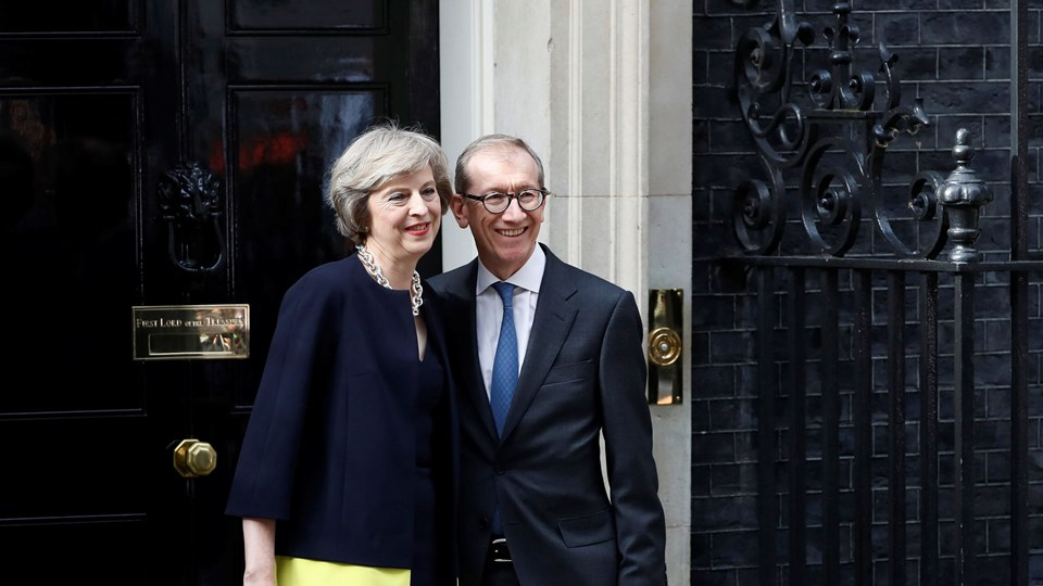 Britain's Prime Minister, Theresa May, and husband Philip pose for the media outside number 10 Downing Street, in central London Foto: Reuters/Stefan Wermuth