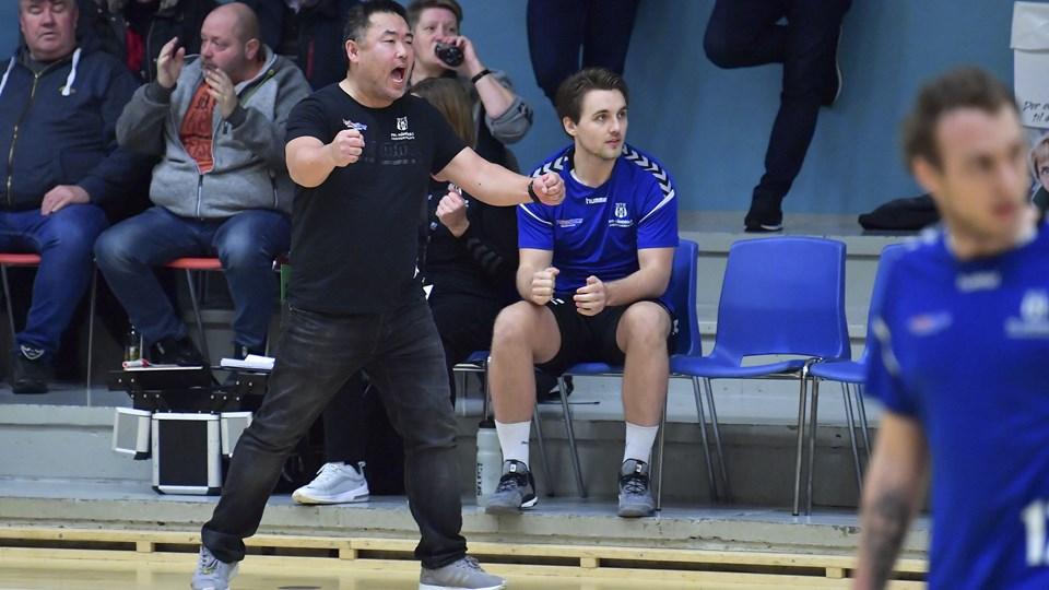 Morten Holmen - her i rollen som træner for Frederikshavn fI's håndboldherrer - er på tiende år træner for de danske strandhåndboldkvinder. Arkivfoto: Bente Poder