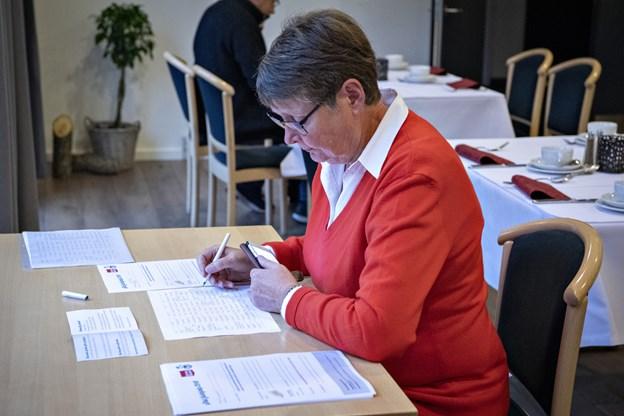 Ulla Mosich fra Aalbæk gl. Kro var en af dem, der brugte sine talegaver til at skaffe julegaver til de børn, som ikke har de samme muligheder som flertallet. Foto: Kim Dahl Hansen Foto: Kim Dahl Hansen