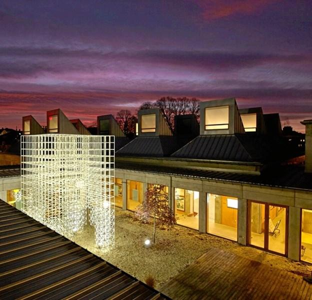 Juleudsmykningen i gården ved Utzon Center gav i 2016 genlyd i internationale medier for arkitektur og design. Den er et godt eksempel på en udsmykning, der passer godt til et bestemt sted. Arkivfoto