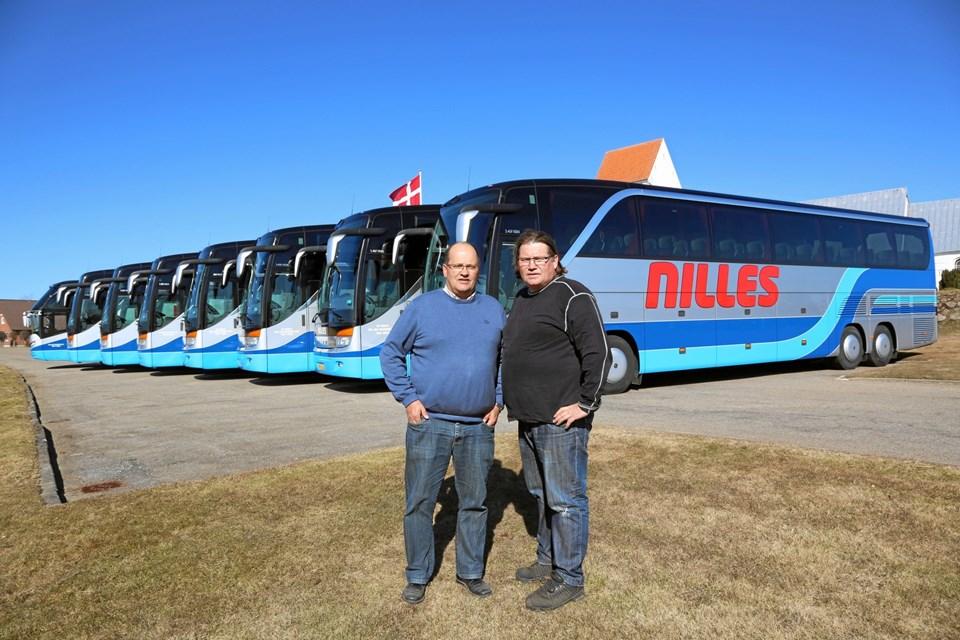 Lars (tv) og Niels Jørgen Bock har solgt Nilles Busser A/S til sjællandske DitoBus.